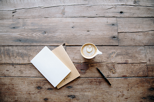 Taza de café y libro